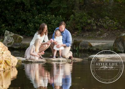 Elegant Family Session – Relaxed Spring Portraits in the Garden